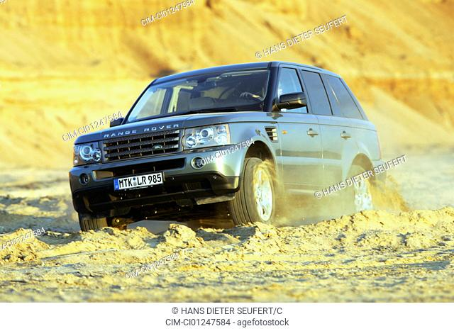 Car, Land Rover Range Rover Sport V8 HSE, anthracite, model year 2005-, driving, diagonal from the front, frontal view, offroad, Groand, Sand