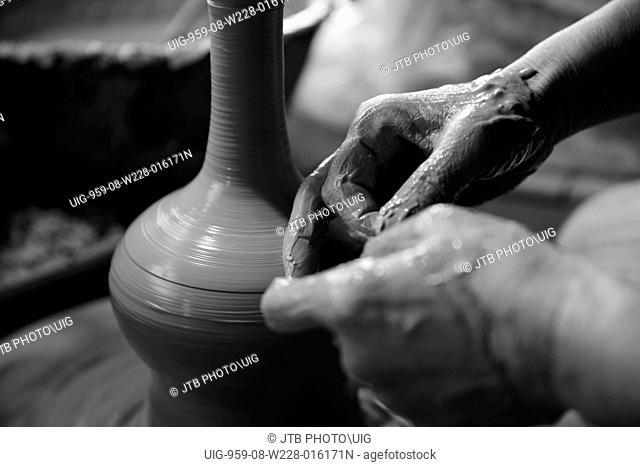 Japan, Koshinetsu Region, Niigata Prefecture, Agano-shi, Making of clay pot, Close-Up
