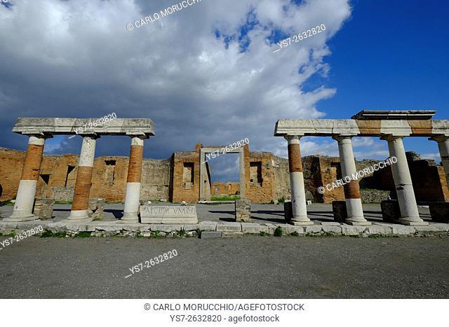 Portico della Concordia, Building of Eumachia, the Forum, Pompeii the ancient Roman town near Naples, Campania, Italy, Europe