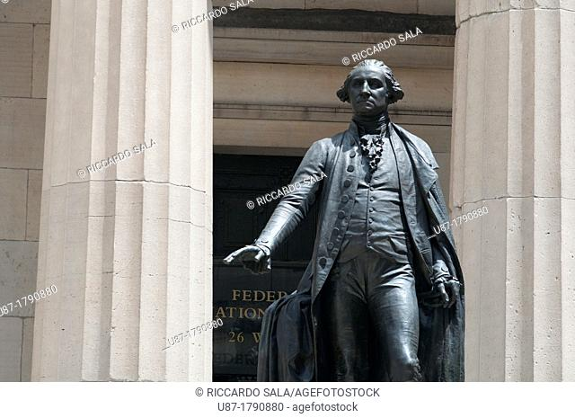 USA, New York, Downtown Manhattan, Financial District, Wall Street, Statue of George Washington in front of the Federal Hall National Memorial