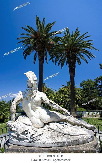 Griechenland Korfu Achillion Museum Schlosspark . Skulptur des verwundeten Achilles mit Pfeil in der Ferse