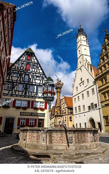 Market square, Fountain of St. George, Marien-Apotheke, City Hall, Rothenburg ob der Tauber, Romantic Road, Bavaria, Germany, Europe