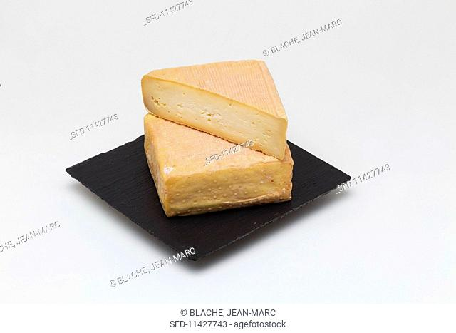 Maroilles (cheese from northern France)