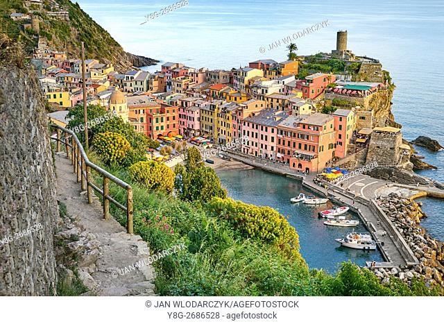 Tourist hiking trail to Vernazza, Riviera de Levanto, Cinque Terre, Liguria, Italy