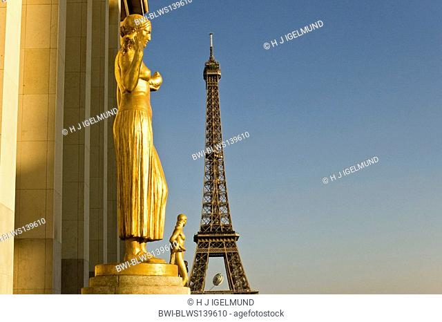 shiny sculpture on the terrace of Palais de Chaillot with Eiffel Tower in the background, France, Paris
