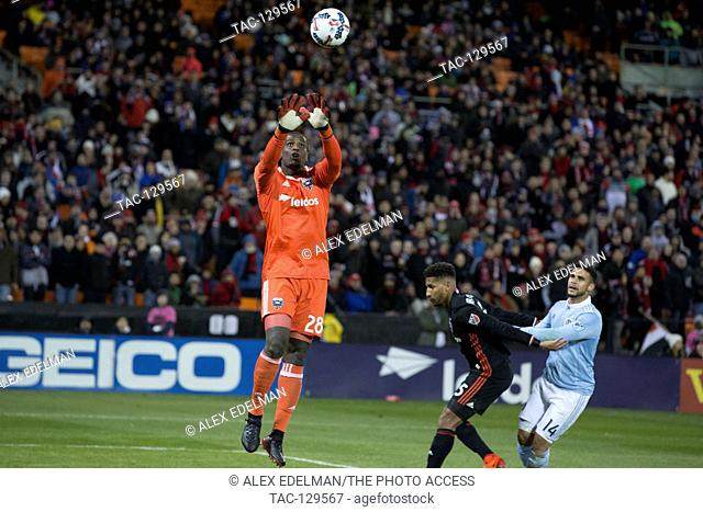 D.C. United goalkeeper Bill Hamid (28) makes a save during D.C. United's 0-0 draw home opener against Sporting Kansas City at RFK Stadium in Washington, D