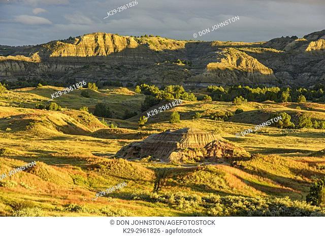 Badlands from Buck Hill, Theodore Roosevelt NP (South Unit), North Dakota, USA