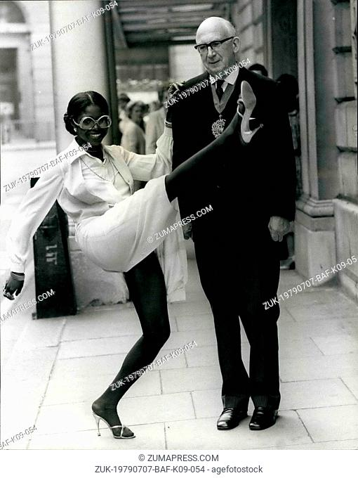 Jul. 07, 1979 - City Celebrity Patti Boulaye Meets the Lord Mayor. Singing Star Patti Boulaye, currently appearing at the Savoy Hotel, London, is one of the few