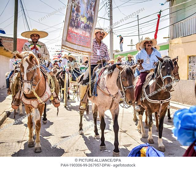 "05 March 2019, Mexico, San Juan de la Vega: Mexicans ride to the """"Festival of Explosive Hammers"""". In a solid, explosives are attached to a heavy hammer and..."