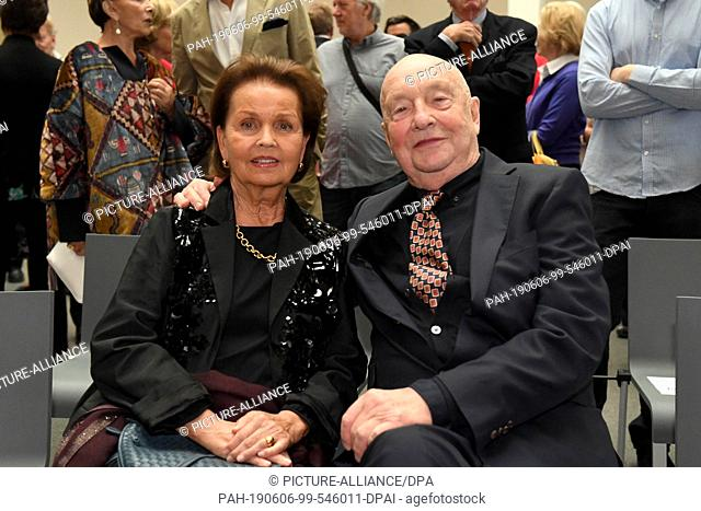 06 June 2019, Bavaria, Munich: Georg Baselitz, artist, and his wife Elke are sitting in the Pinakothek der Moderne after a photo session for a donation of his...