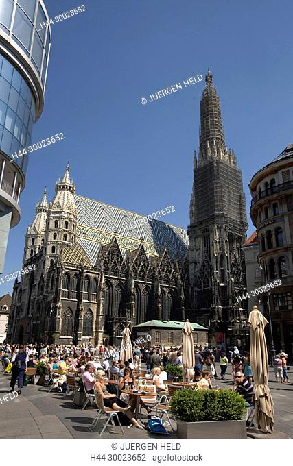 Vienna Stephansdom St. Stephens gotic cathedral street cafe