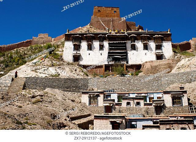 Houses of the Tibetan monks of the monastery of Pelkhor Chode, Gyantse, Tibet, China, Asia