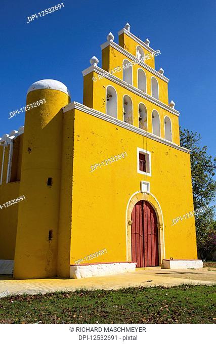 Church of San Pedro Apostol, founded in the seventeenth century; Tekal de Venegas, Yucatan, Mexico