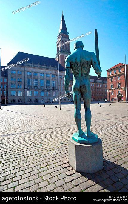 Schwertkämpfer am Kieler Rathaus