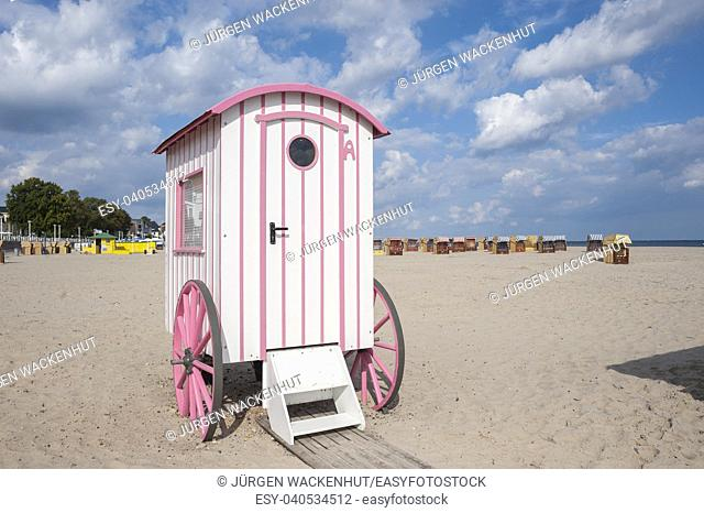 Historic bathing barrow also historic changing cubicle at the beach, Travemuende, Baltic Sea, Schleswig-Holstein, Germany, Europe