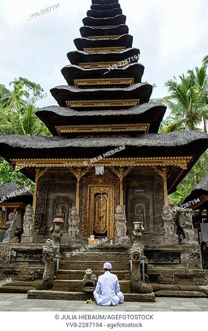 Hindu priest praying inside Pura Kehen, Kintamani, Bali