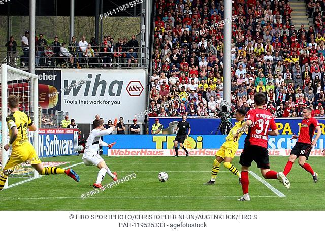 firo: 21.04.2019, football, 1.Bundesliga, season 2018/2019, SC Freiburg - Borussia Dortmund, goal to 0: 1, Alexander SCHWOLOW, SC Freiburg, Jadon SANCHO