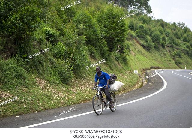 Rwanda, Cyangugu, cyclist
