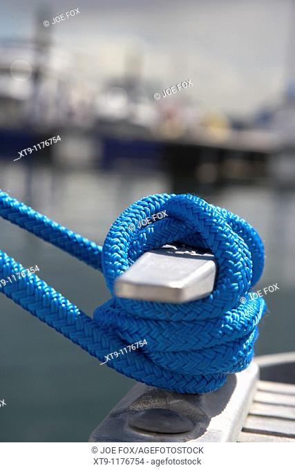 blue rope tied around a marina pontoon cleat in the uk