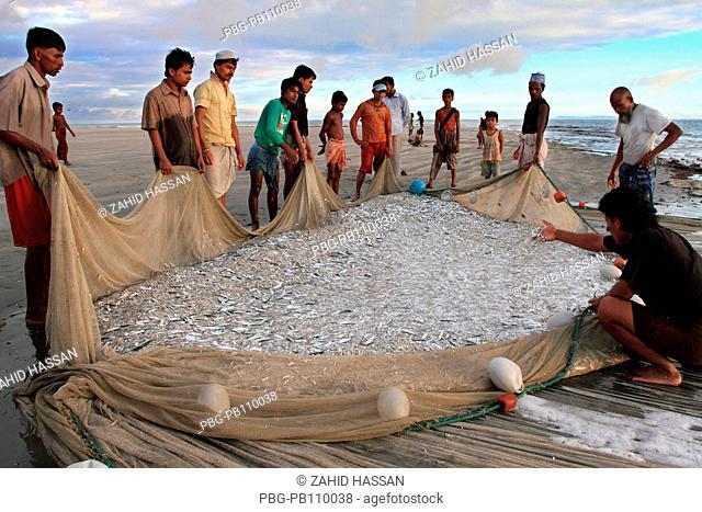 Fishing in the Bay of Bengal at the Saint MartinÆs Island, locally known as Narkel Jinjira It is the only coral island and one of the most famous tourist spots...