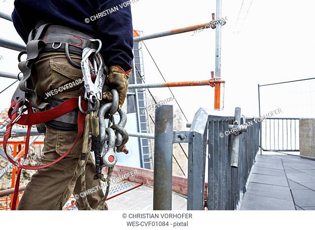 Germany, Bavaria, Garmisch-Partenkirchen, Zugspitze, installer with climbing harness