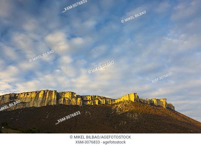 Loquiz mountain range. Tierra Estella, Navarre, Spain, Europe