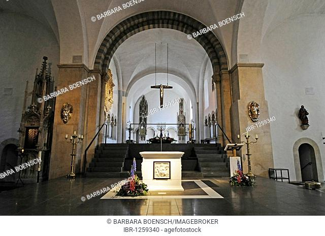 Altar, Stiftskirche St Bonifatius collegiate church, monastery, church, Freckenhorst, Warendorf, Muensterland region, North Rhine-Westphalia, Germany, Europe