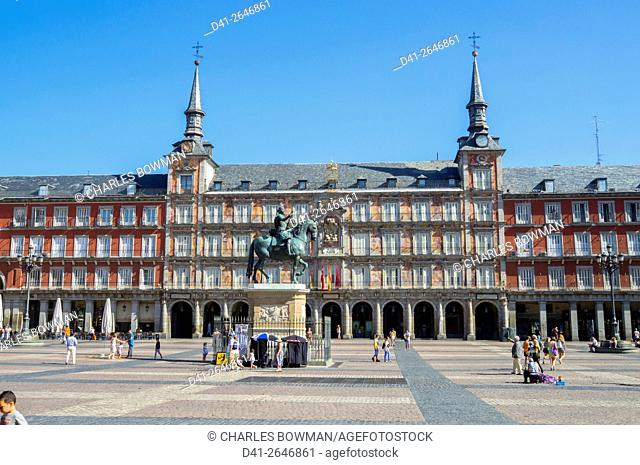 Europe, Spain, Madrid, Plaza mayor statue Philip III