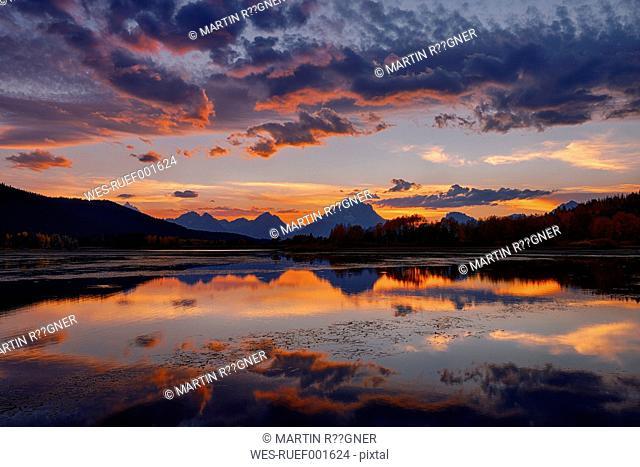 USA, Wyoming, Grand Teton National Park, Teton Range, Mount Moran, Oxbow Bend, Snake River at sunset
