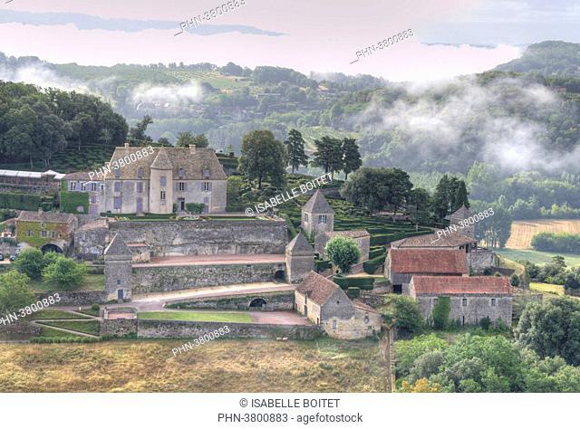 France, Aquitaine, Dordogne, Perigord Noir, Dordogne Valley, Vezac, Les Jardins du chateau de Marqueyssac, park and castle