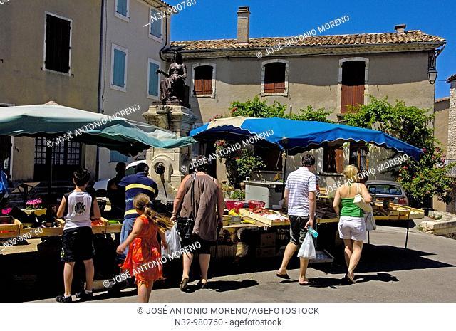 Street market, Sault. Vaucluse, Alpes-de-Haute-Provence, France