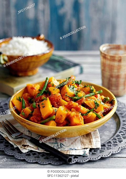 Creamy pumpkin and bean curry