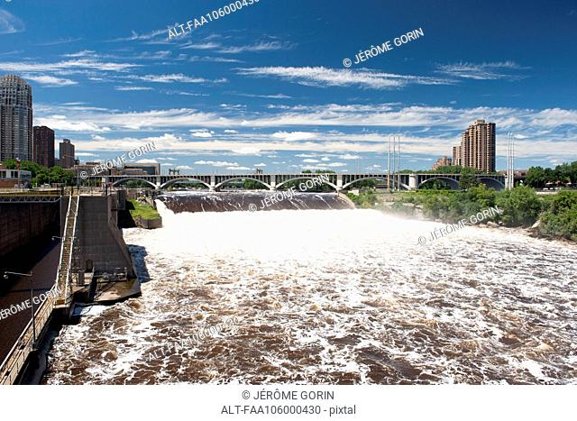 Dam on the Mississippi River in Minneapolis, Minnesota, USA