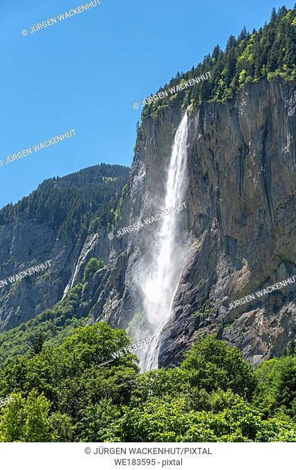 Staubbach Falls in Lauterbrunnen Valley, Lauterbrunnen, Bernese Oberland, Switzerland, Europe