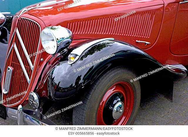 Front engine with Kuehlschlitze by oldie
