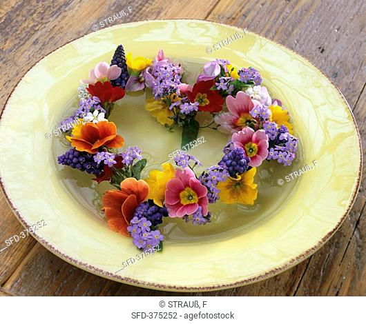 Heart-shaped wreath of primulas and forget-me-nots