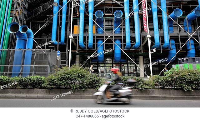 Centre George Pompidou, architects Renzo Piano and Richard Rogers, the building contains the Musée National d'Art Moderne that is the biggest in Europe, Paris
