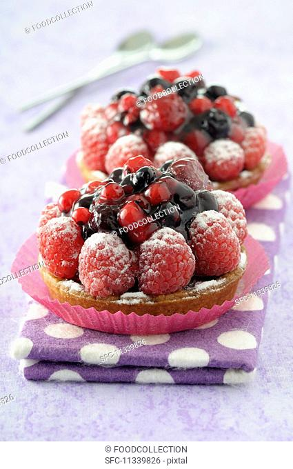 Berry tartlets with raspberries and redcurrants