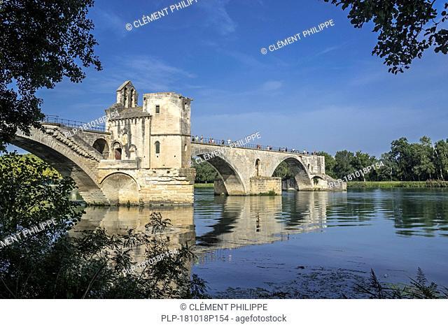 Pont Saint-Bénézet / Pont d'Avignon over the river Rhône, Avignon, Vaucluse, Provence-Alpes-Côte d'Azur, France