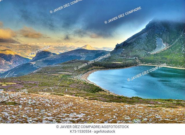 Ausente Lake. Picos de Europa Regional Park. Puebla de Lillo. Leon Province. Castilla y Leon. Spain