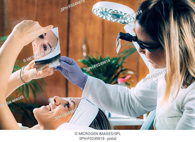 Lash lifting in beauty salon