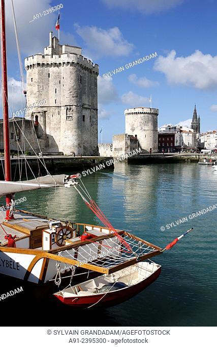 France, Poitou-Charente region, Charente maritime departement (17), Historic City of La Rochelle,the old harbour, at rear the Chaine tower (Tour de la Chaine)