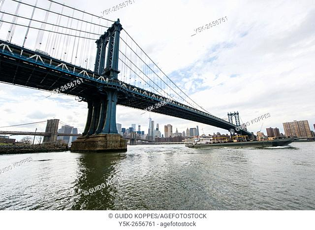 New York City, USA. View on the Manhattan Bridge and the East River from John Street Park