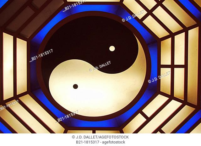 Ying and Yang sign at the Che Kung Temple, Sha Tin, New Territories, Hong Kong , China
