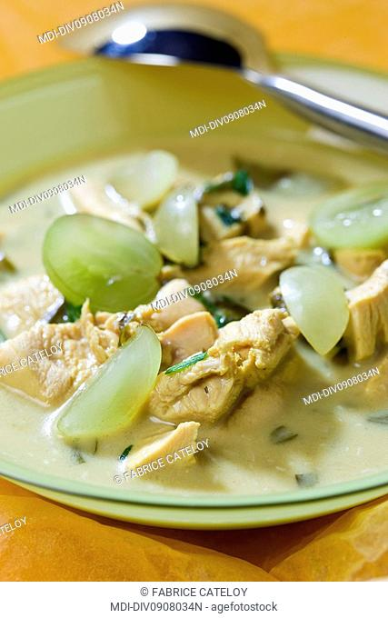 White grape and chicken soup with peppermint