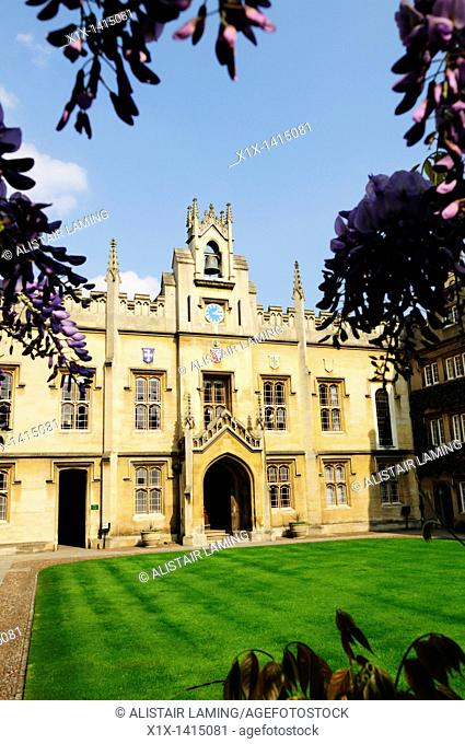 Chapel Court at Sidney Sussex College framed by Wisteria Flowers, Cambridge, England, UK