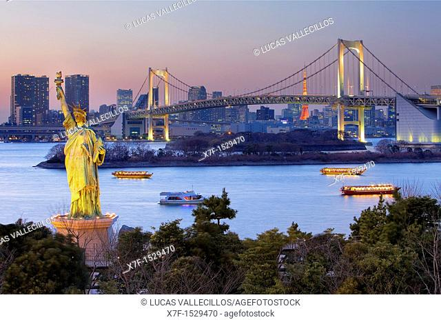 Bay of Tokyo, as seen from Odaiba artificial island Statue of Liberty replica and Rainbow Bridge Tokyo, Japan, Asia