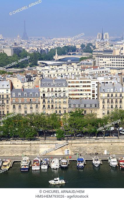 France, Paris, the Arsenal harbour in la Bastille district