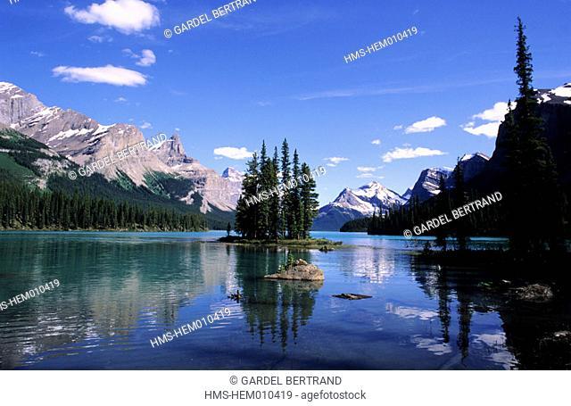 Canada, Alberta, the Rockies, Jasper National park, Spirit Island in the middle of Maligne lake