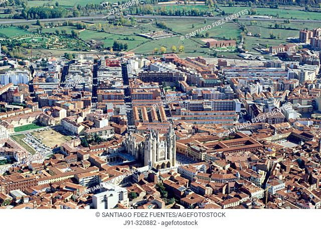 Aerial view of León with the Cathedral.  Castilla y León. Spain